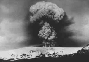 Black and white picture of the Katla eruption in 1918